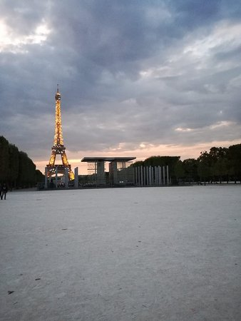 Eiffel Tower: Sparkling