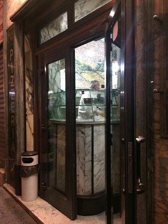 Pizzeria Trianon da Ciro: вход