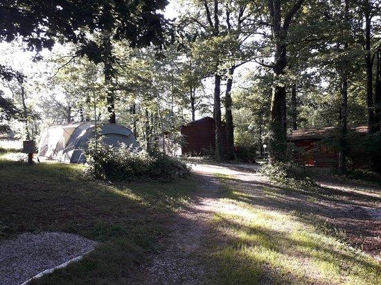 Teillet, Frankrijk: Emplacements ombragés