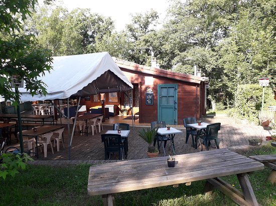 Teillet, Frankrijk: Bar et terrasse restaurant