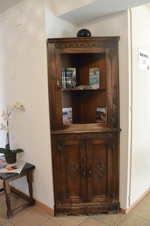 Visp, Switzerland: Милый шкафчик где-то в отеле