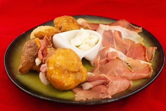 La Bona Osteria: Coccoli con Prosciutto Crudo e Stracchino.
