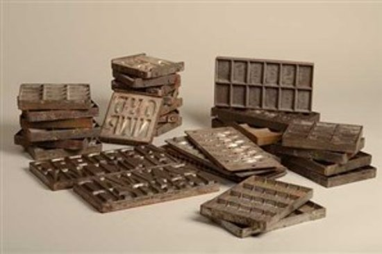 Sjakie's Chocolademuseum: oude stalen chocolade mallen