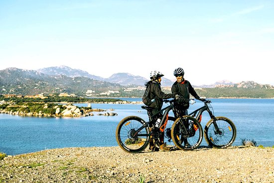 Mema Bike Tours: e-bike&view: just enjoy the landscape, colors and scents