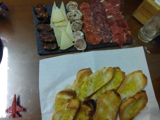 Viznar, Spanje: Tenemos menu del dia diario especialidades en carne a la brasa y pescado precio barato y buen am