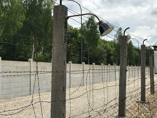 Dachau Concentration Camp Memorial Site: Recinzione originale dell'epoca