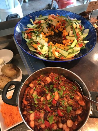 The Wellbeing Cafe: Butter bean & courgette chilli. Lentil & butternut squash superfood salad