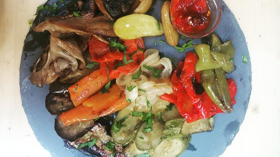 Asymmetro: Grilled vegetables with balsamic sauce..