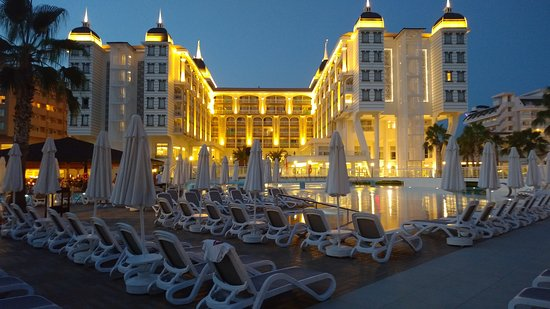 Kirman Sidera Luxury & Spa: Вечером