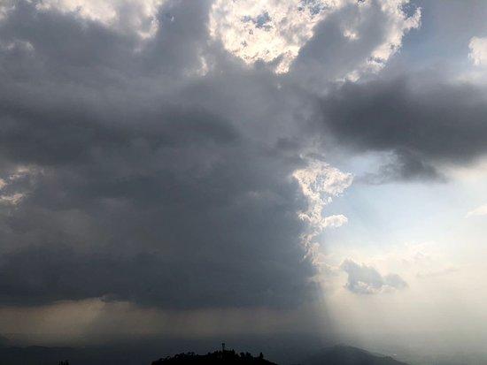 Nagarkot View point tower: Sunlight through the clouds