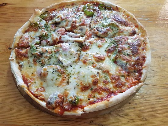 Relleu, Испания: homemade pizza topping of your choice
