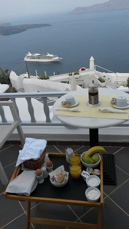 Santorini View Studios: Frühstück am Balkon