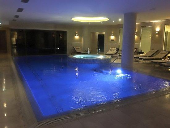 Grand Hotel Kempinski Vilnius: Room 307 - pool & spa