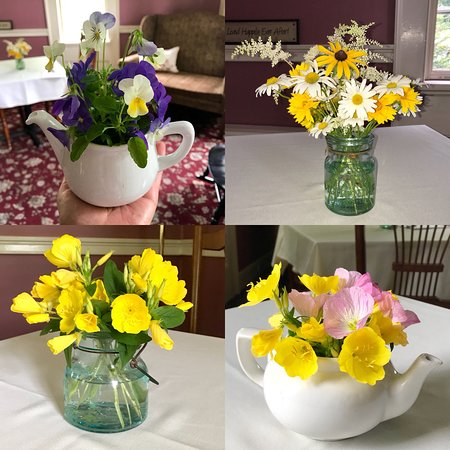 Storrs, CT: Always Fresh flowers in each Guest Room and Breakfast Room