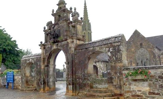 Enclos Paroissial Saint-Pierre-et-Saint-Paul d'Argol