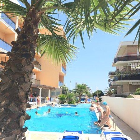 Hotel Paradiso: Piscina