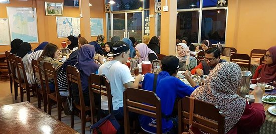 Muslim Family Restaurant: Volunteer group from Malaysia