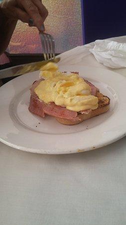Cuppa Cabana Cafe: Eggs Benedictine