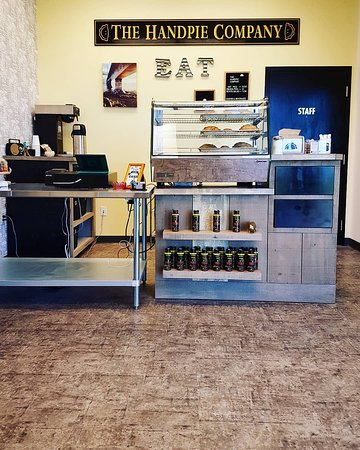 Albany, Canadá: Our hot handpie cabinet and retail counter.