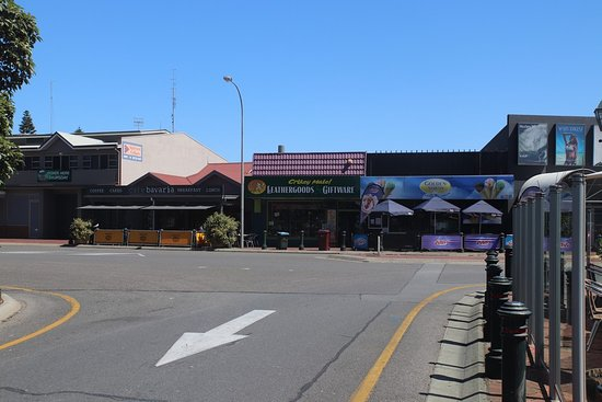 Victor Harbor Mainstreet Precinct: Lots of shops