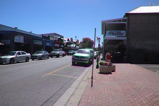 Victor Harbor Mainstreet Precinct: Enjoying our walk