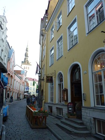 Старый город: Small cozy streets and restaurants in Old Town
