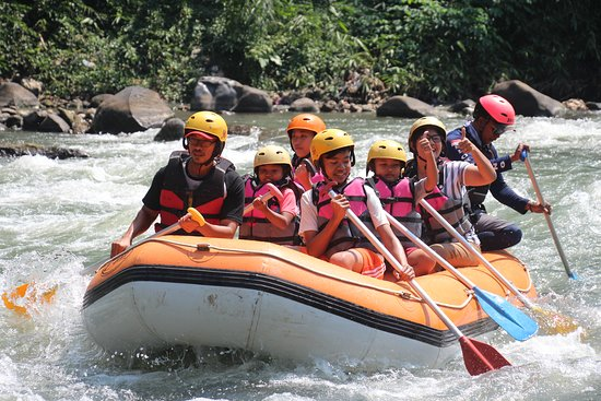 Waroeng Mendut is located by Elo river. After the river rafting activities, WM is the best to ea