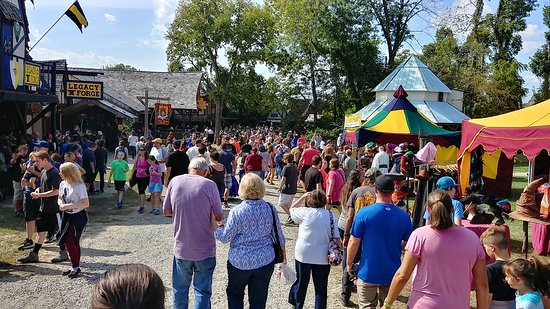 Harveysburg, OH: Crowds