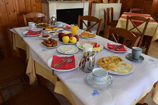 Ioannina Region, Yunani: Το πρωινό μας συμπεριλαμβάνει νόστιμα εδέσματα με νόστιμες σπιτικές πίτες και σπιτικές μαρμελάδε