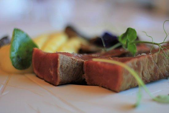 Purple Restaurant: Pojadouro Vaca com Puré Aromatizado de Trufa | Beef leg with Flavored Truffle Puree