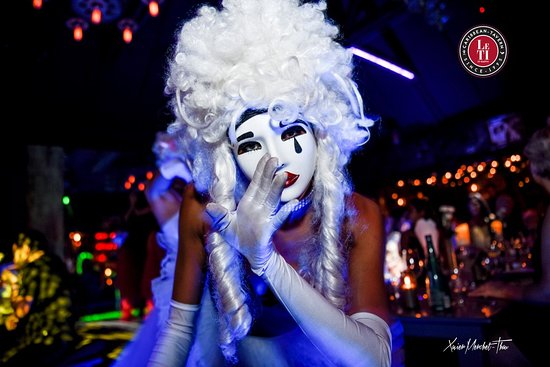 Pointe Milou, Saint-Barthélemy: Dinner-Cabaret Show. Follow us on Instagram: letistbarthofficial