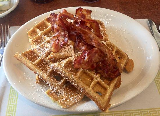 Nanticoke, Pensilvania: Waffles and Bacon