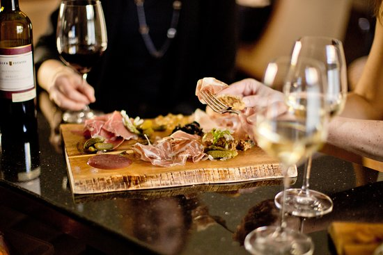 The Winery Restaurant at Peller Estates: The Winery Lounge at Peller Estates
