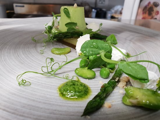 Timble, UK: Pea Mousse, Goats cheese & Broad Bean