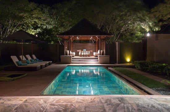 Constance Ephelia: Pool und Pavillon der Family Villa