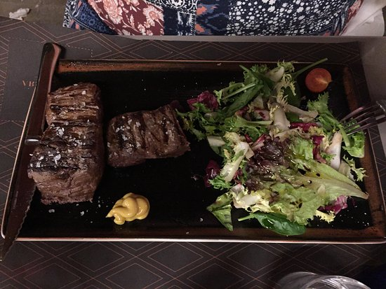 Restaurante DBandera: Excellent Steak & salad!