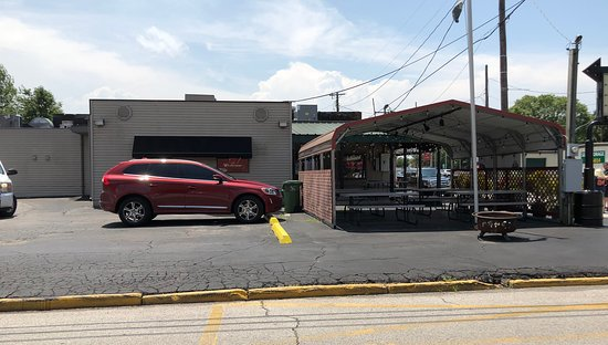 Murphysboro, IL: Outdoor Seating & Off-Streetl Parking