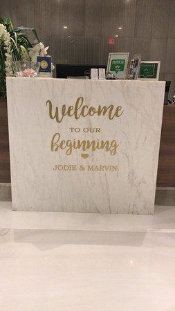 OCEANZ Boutique Hotel Aruba: Personalized decal on the reception desk