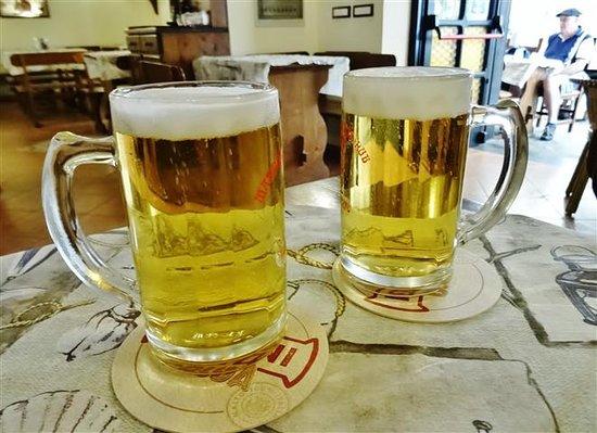 Manneken Pis Cafe: Cold beers!