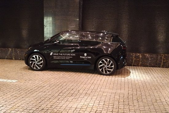Shangri-La Hotel, Tokyo: BMW i3 for hire if you wish!