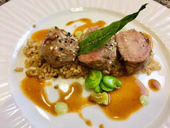 Restaurant De Bastard: Filet d'Agneau, Boulghour au Thé vert, Jus à l'Ail des Ours