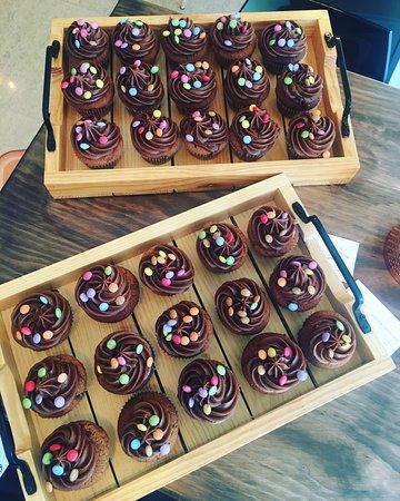Bonjour Coffee Shop: Cupcakes Choco