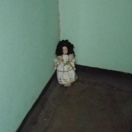 East Bethany, Nowy Jork: creepy doll in closet