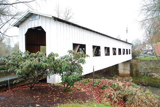 Dorena, Oregón: Foot bridge in downtown Cottage Grove