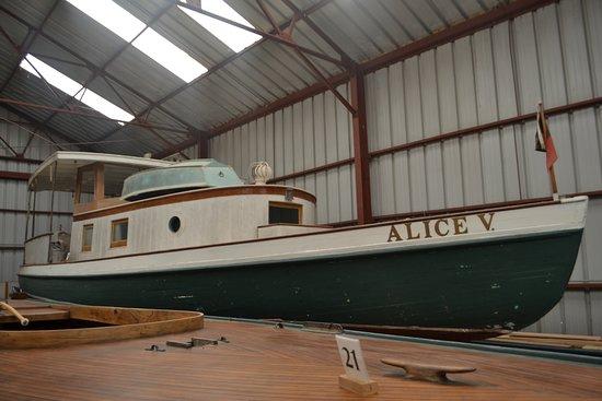 Long Island Maritime Museum: boats in hanger