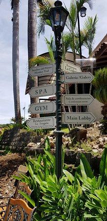 Parador Resort and Spa: La playa junto al hotel. La comida y las excelentes vistas.