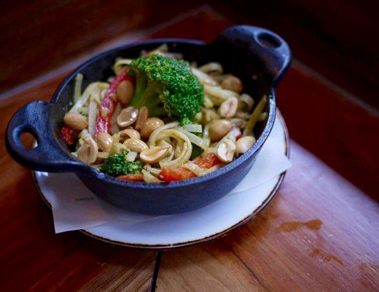 Caboose Tavern: Singapore Street Noodles