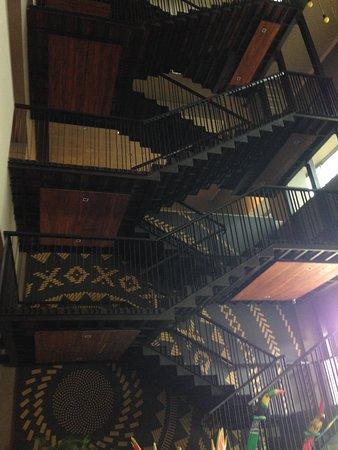 GHL Hotel Monteria: Uma linda escada no hall central