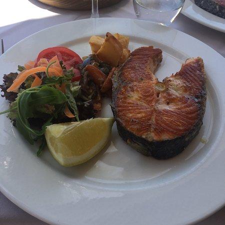 Trattoria del Mar: Salmone alla griglia freschissimo !!!
