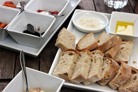 Rogeri Hindsholm: Homebaked bread, smoked salt and olive oil-